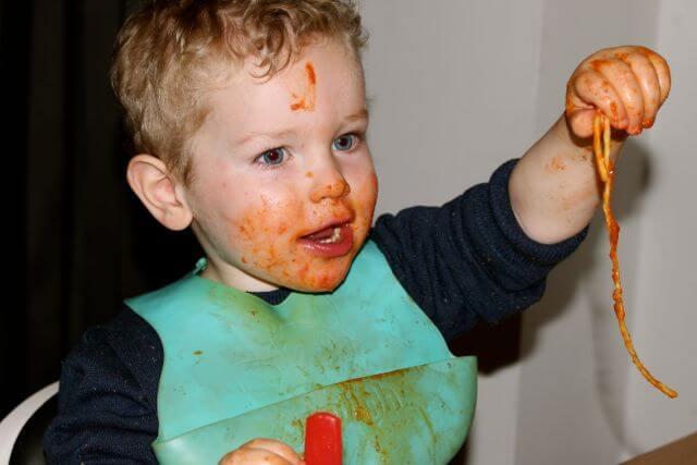 kid eating spaghetti